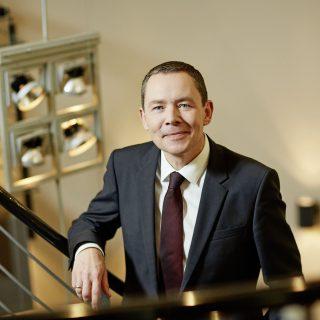 """Karl-Heinz Pawlizki, CEO der Dorint GmbH, wurde beim Certified Star Award als """"Hotelpersönlichkeit des Jahres"""" ausgezeichnet. Fotograf: Hagen Willsch"""